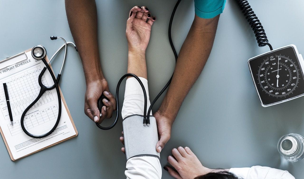 Qual a diferença entre o Técnico em Enfermagem e a Especialização técnica em Enfermagem?