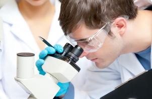 Como o Auxiliar de Laboratório atua no mercado de trabalho