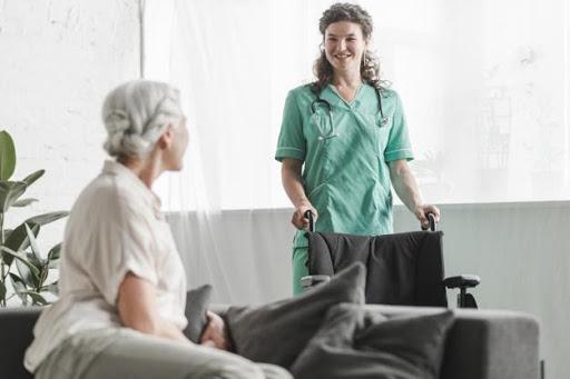 Como se tornar um bom cuidador de idosos?